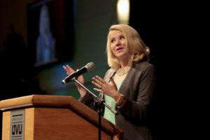 Elizabeth Smart speaking to an audience
